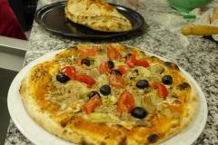 Pizza calzone et pizza artichaut olive tomate